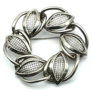Brooch Pin Silver Tone Abstract Leaves Circle Mesh